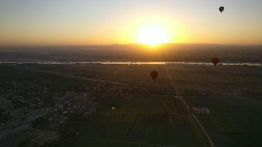 a-sunrise-hot-air-balloon-ride-over-luxor