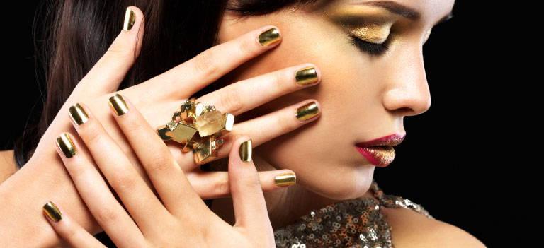 Skin, Lip, Hand, Lipstick, Eyelash, Eye liner, Eye shadow, Makeover, Cosmetics, Gesture