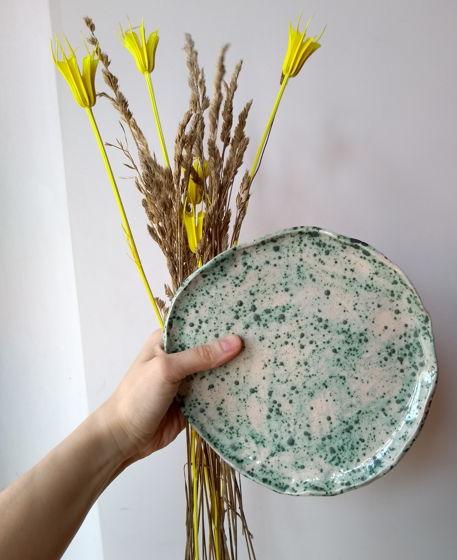 Пятнистая керамическая тарелка