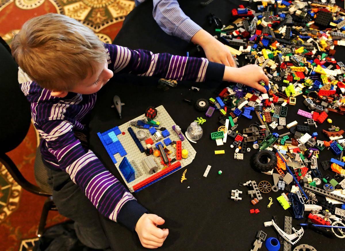 kids play lego