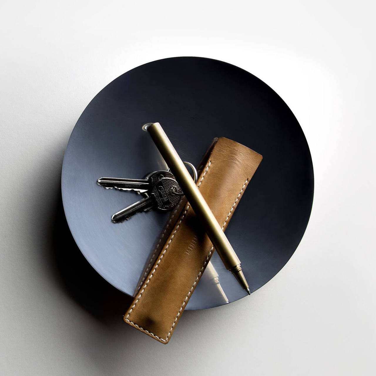 Black Nickel Dish 180 with Travel Pen and Leather Sleeve