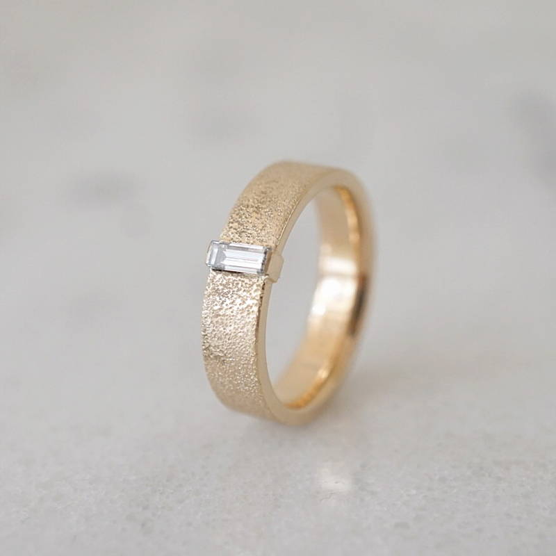 wedding band in gold with baguette diamond