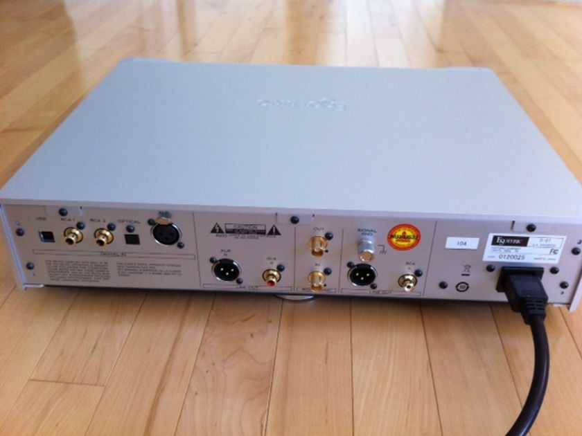 Esoteric D-07 DAC with volume control