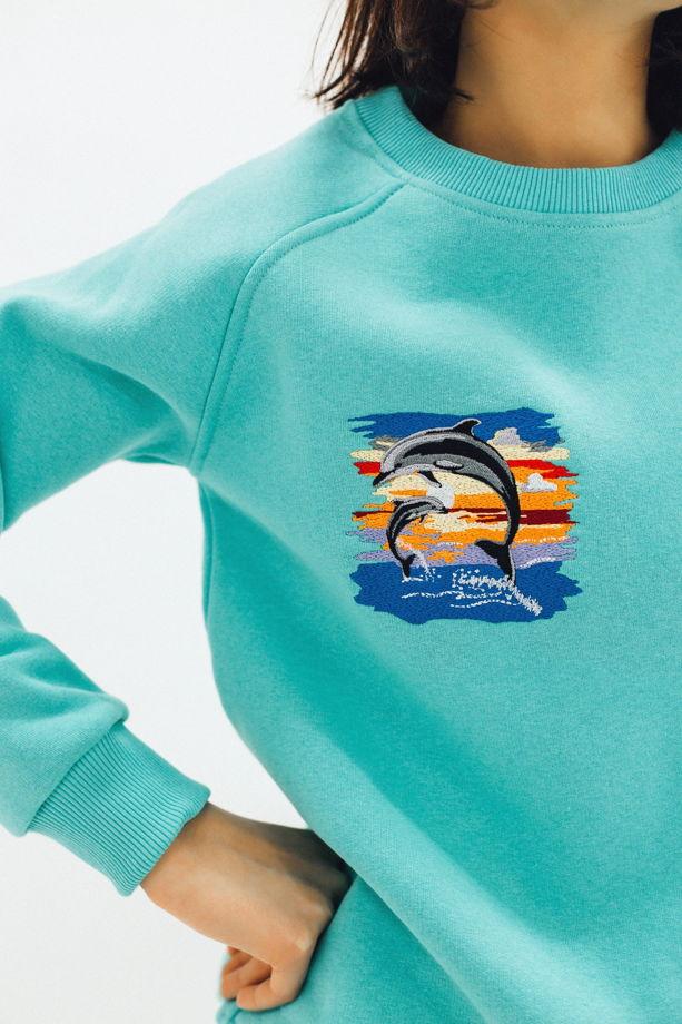 """Свитшот с вышивкой """"Дельфины"""" мятный"""