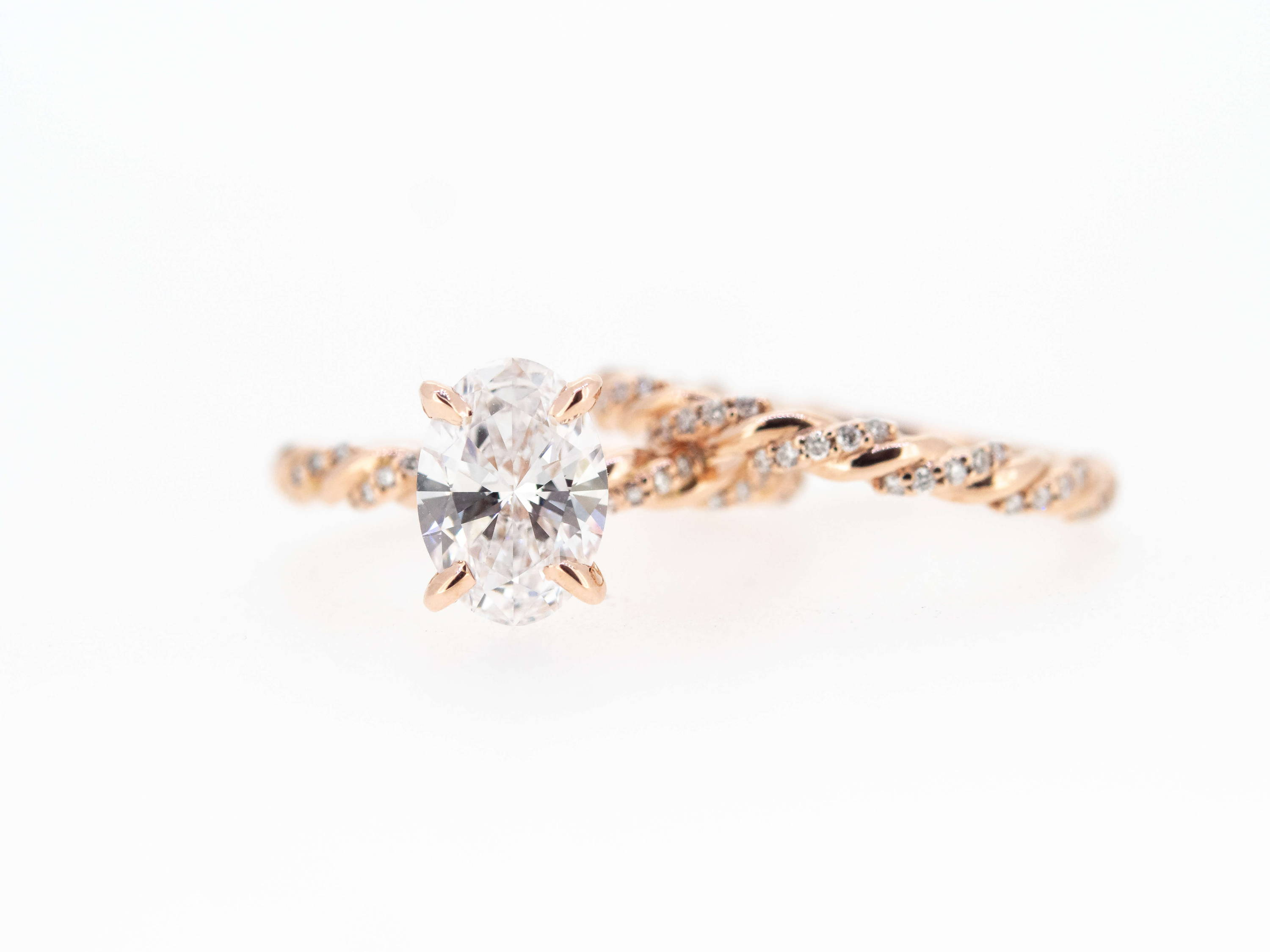 rose gold oval diamond ring
