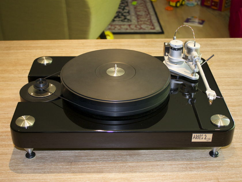 VPI Industries Aires 2 with JWM arm Table and arm combo