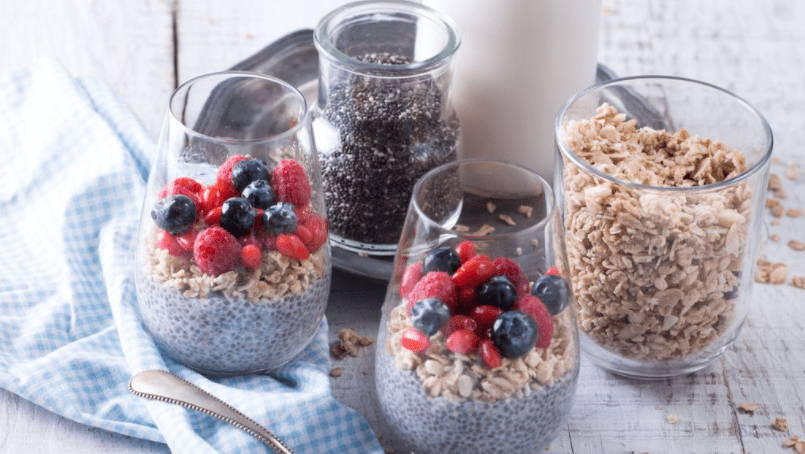 Graine de chia avec fruits et cereales