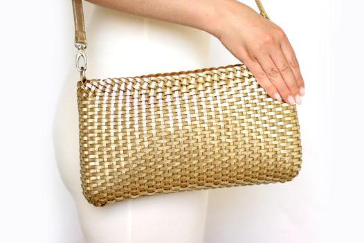 Плетеная золотая сумка