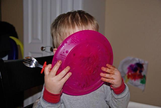 boy lick a cake plate