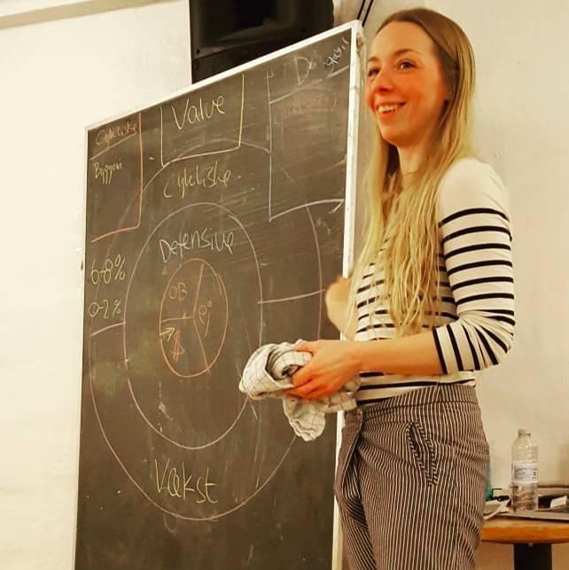 Et billede af Sarah, som underviser i diversificering