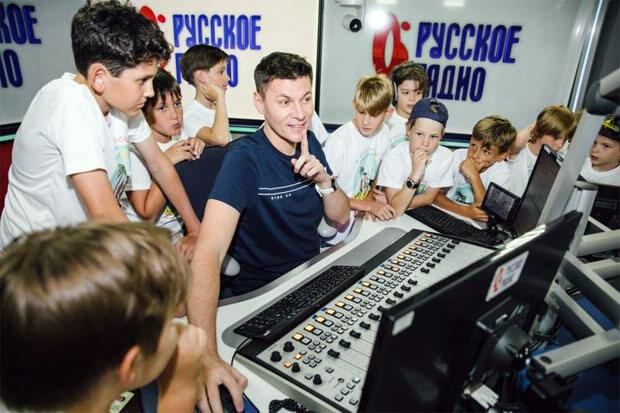 Участники детского кинокастинга стали гостями Большой мультимедийной студии «Русского Радио» - Новости радио OnAir.ru