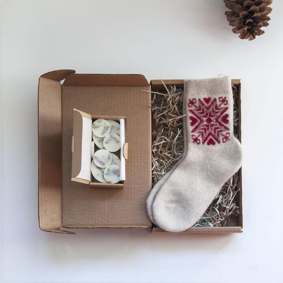 Подарочный набор: носки из шерсти и ангоры + ароматические лепестки