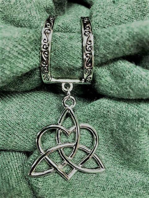 Shamrock Chic Sister/Family Knot Scarf Charm Celtic Festival Online