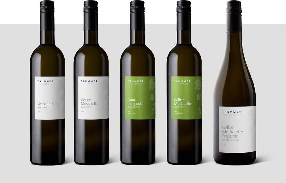 Weinflaschen des Jahrgangs 2019