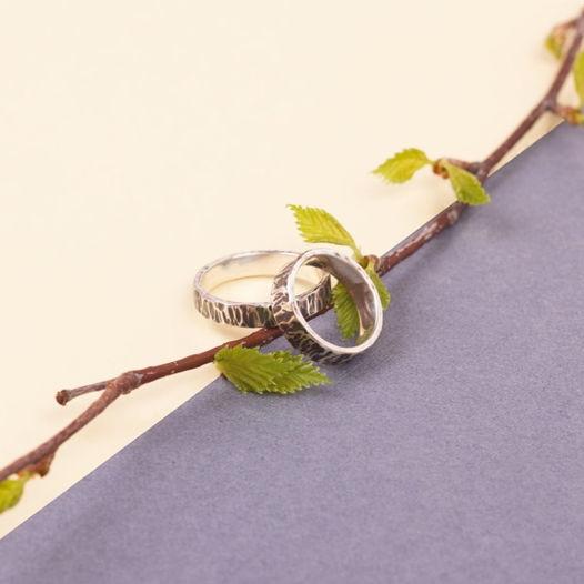 Серебряные обручальные кольца с кованой поверхностью «Кора»