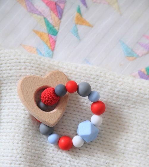 """Грызунок """"Сердечко"""" разноцветный из пищевого силикона и дерева."""