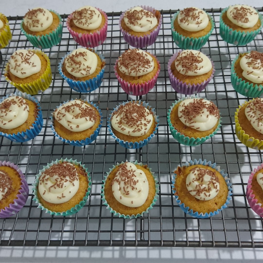 Date: 3 Jan 2020 (Fri) 19th Carrot Cake Cupcakes: [169] [135.6%] [Score: 8.0] I had always wanted to make cupcakes/muffins. I thought the fastest way to learn to make them is to buy a Prinetti Cupcake Making Kit. In the Kit there's a booklet showing 7 recipes to make cupcakes/muffins. This is the third of the seven.  1.Number of mini cupcake made (half the amount of ingredients suggested in the recipe!): 68 2.Icing: Philadelphia Icing 3.Topping: Coles choc sprinkles