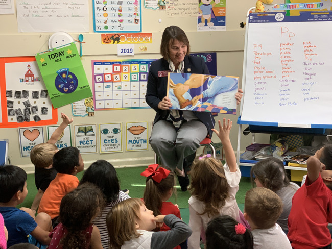 Rep. Kausche reading to the children