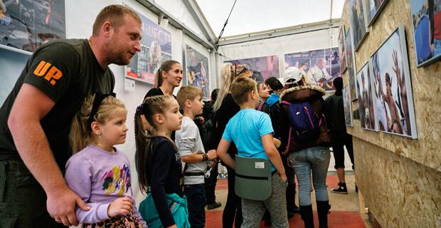 Подведены итоги благотворительного аукциона фотовыставки «НАШЕСТВИЯ - 2019» - Новости радио OnAir.ru