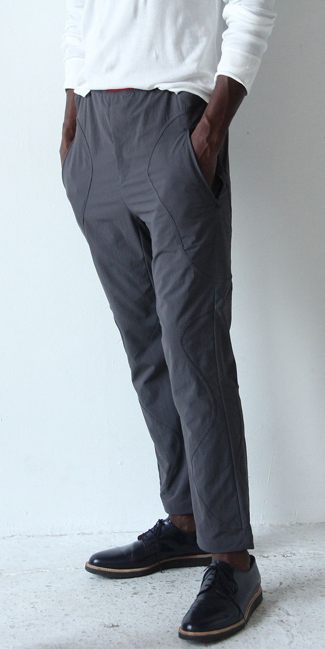 DISCREET DISCOVERER – TEXTURED UTILITY TRAVEL PANT