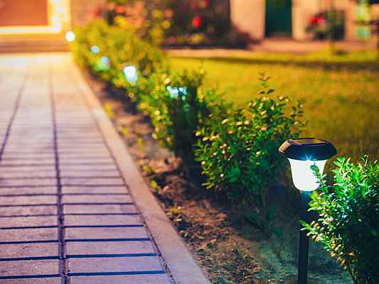 Mahón - Let there be light! Follow these simple tips to brighten up your garden after dark.