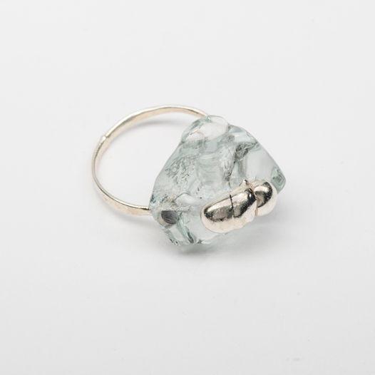 Кольцо из стекла Скарабей на льду