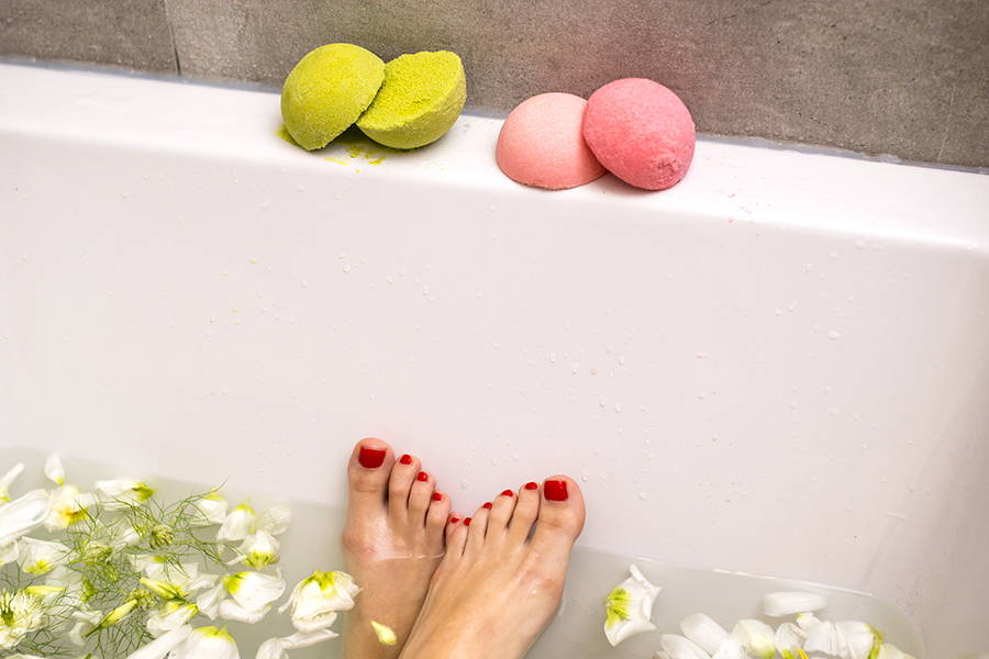 Nourishing Bath Bomb Raspberry natural cosmetics Organique