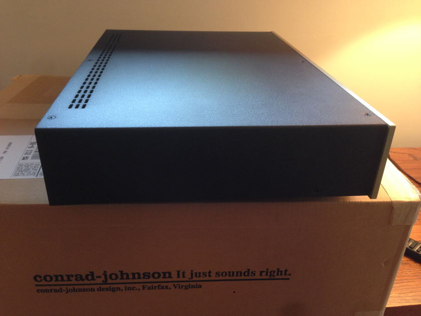Conrad Johnson ET3 Tube Preamp - only fourty days old!