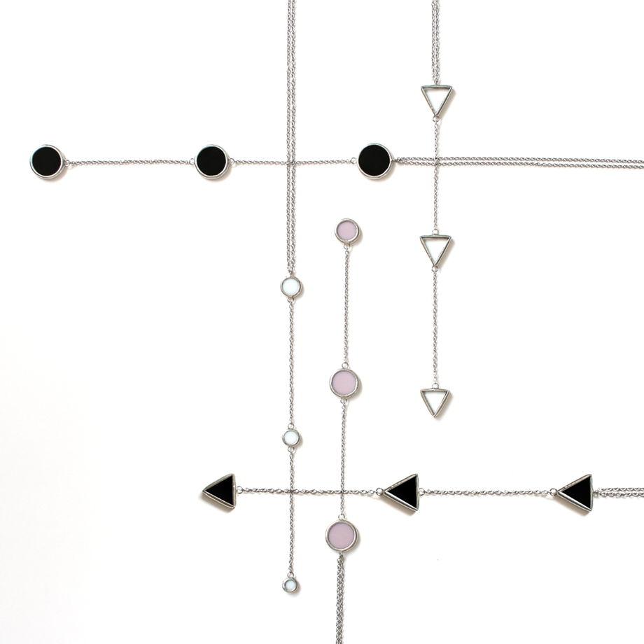 Кулон из трех черных круглых элементов