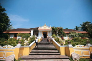 See the daily life in Goa and enjoy a lovely lunch at a ancient mansion