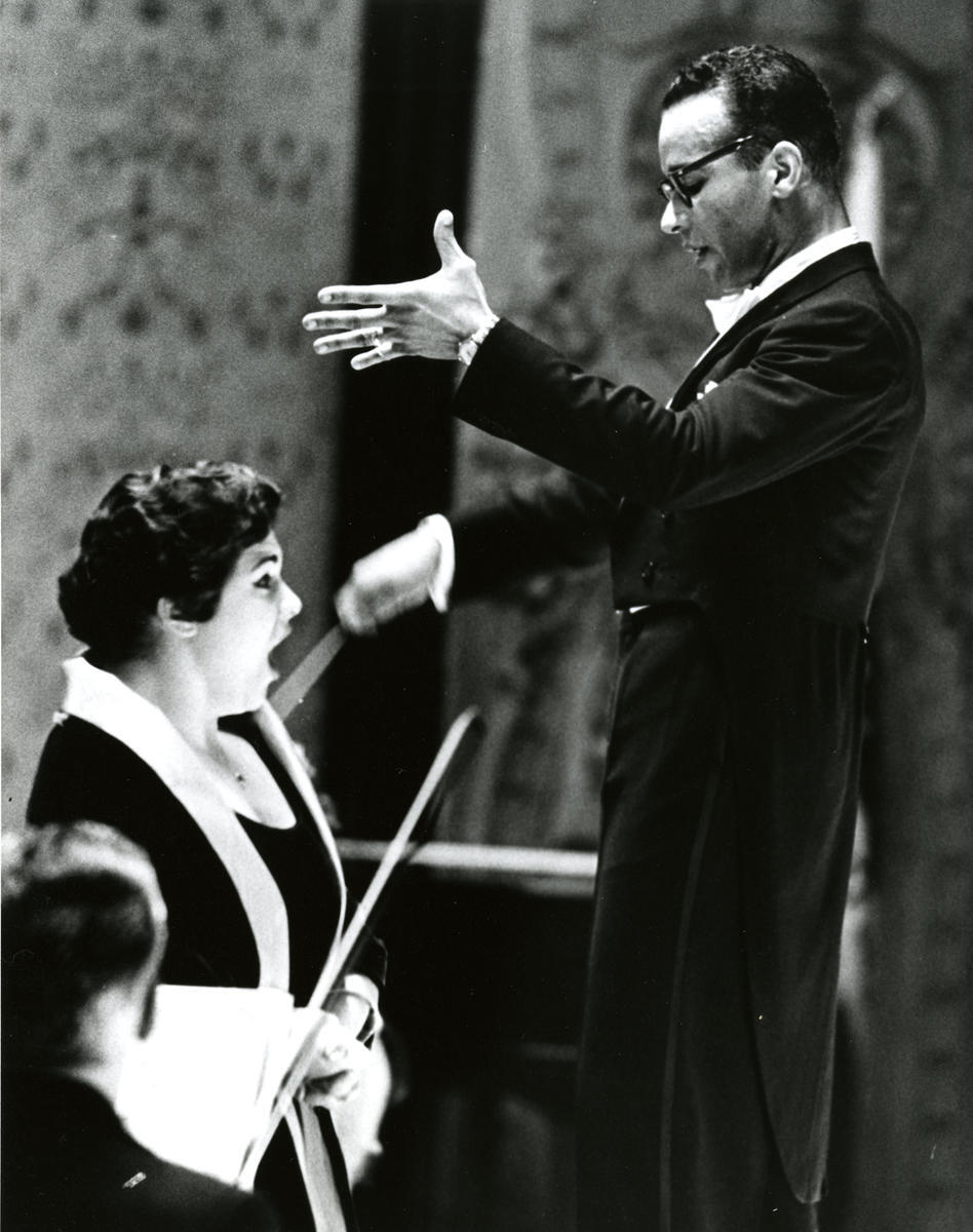 Henry Lewis conducting mezzo-soprano Marilyn Horne, to whom he was married.
