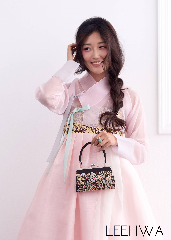 Couture bridal hanbok with jeogori