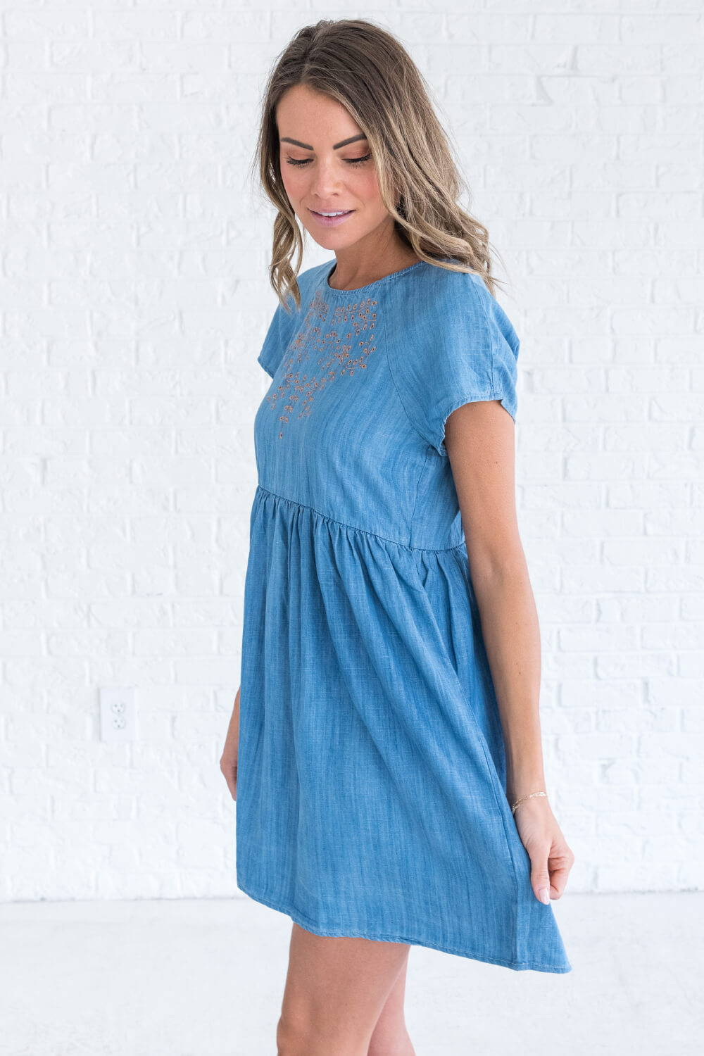 Summer Reading List 2018 blue denim dress