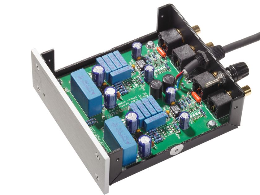 Lehnamm Audio  Black Cube SE II MC/MM Phono preamp.  Dealer Demo with warranty