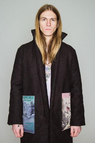 Зимнее пальто-шинель с накладными карманами-вышивками