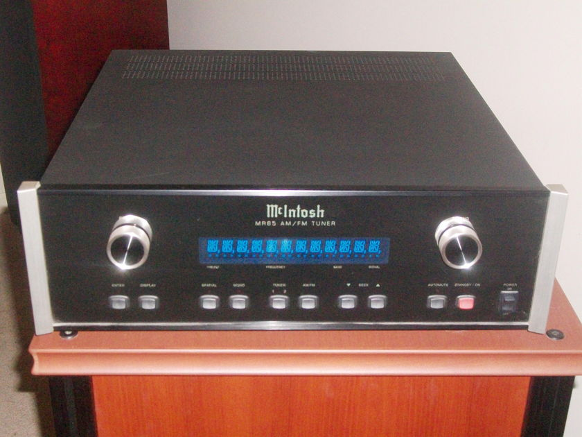 McIntosh  MR 85 Tuner (Close to being New).