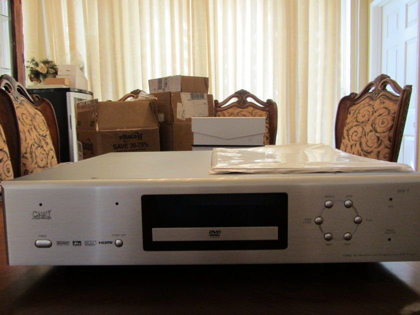 CARY DVD 7 IN SILVER COLOR TOP OF THE LINE DVD PLAYER FROM CARY AUDIO ( VERY LOW PRICE )