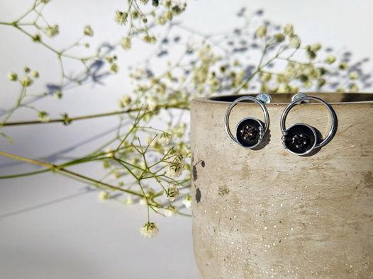 """Серебряные серьги с раухтопазами огранки принцесса из коллекции """"Inside""""."""