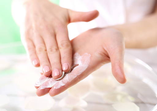 Apply to cleansed hand skin and massage. The cream can be used for everyday use Organique