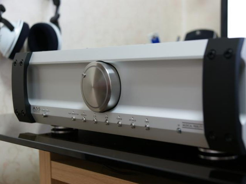Musical Fidelility A5.5  integrated (built in DAC) like new