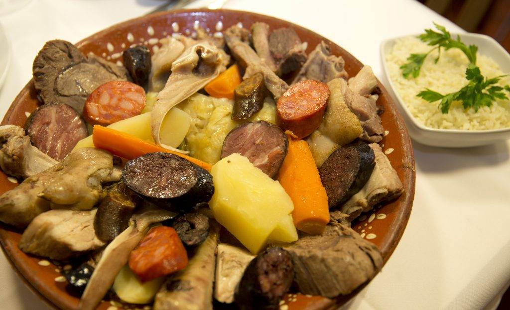 Our team picks cozido à portuguesa as one of the typical foods to try in Restaurante O Rápido, in Porto.