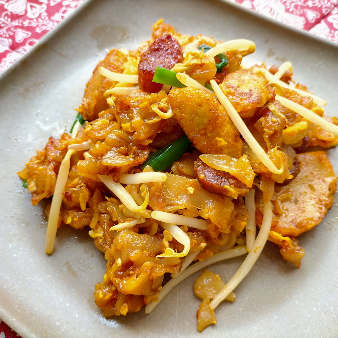 Yummy! First time frying char kuey teow at home and definitely will be another time!