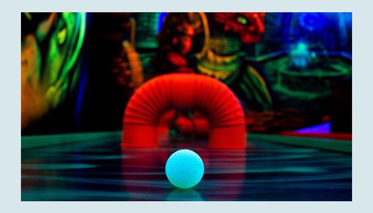 bester geburtstagde schwarzlichthelden frankfurt kindergeburtstag ball leuchtet close up