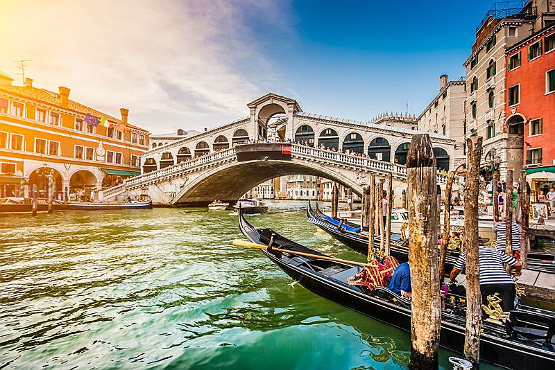 Venice - Panoramic view of famous Canal Grande from famous Rialto Bridge (Large).jpg