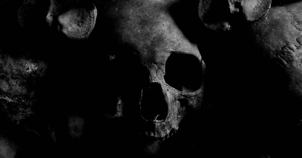 7 deadly sins that could destroy your business this year by Annette Ferguson. Blog Image: Human Skull, dark lighting.