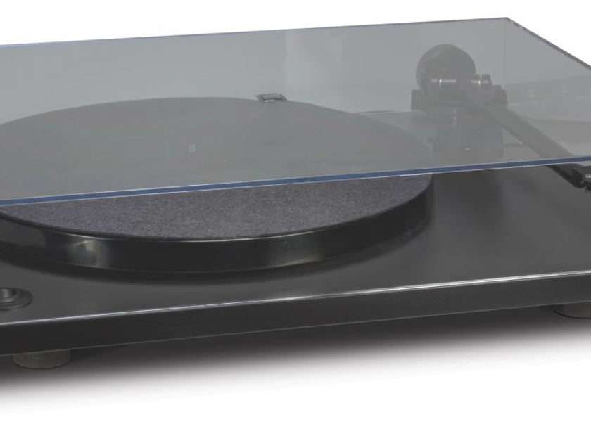 NAD C 556 Turntable with Cartridge and Manufacturer's Warranty