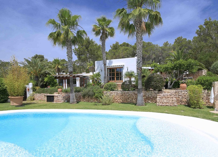 Ibiza - Villa for sale with pool in the popular town of Santa Eulalia, Ibiza