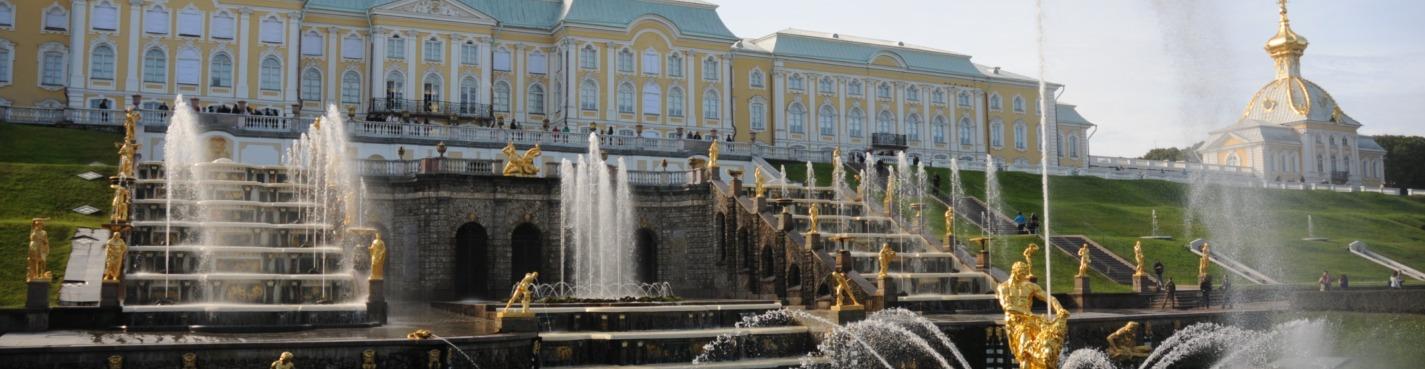 Автобусная экскурсия в Петергоф (дворец, парк, фонтаны). Школьный билет