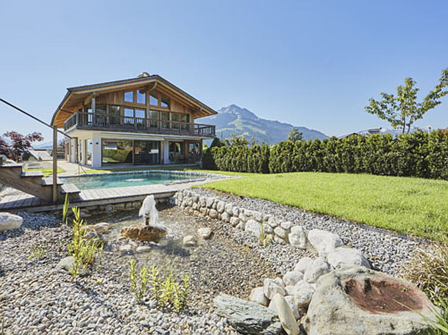 Bolzano - This traditional Tyrolean chalet is located in St. Johann and is currently on sale for 4.9 million euros. The approx. 450 square metre property comprises five bedrooms, four bathrooms, a sauna, and a home gym.