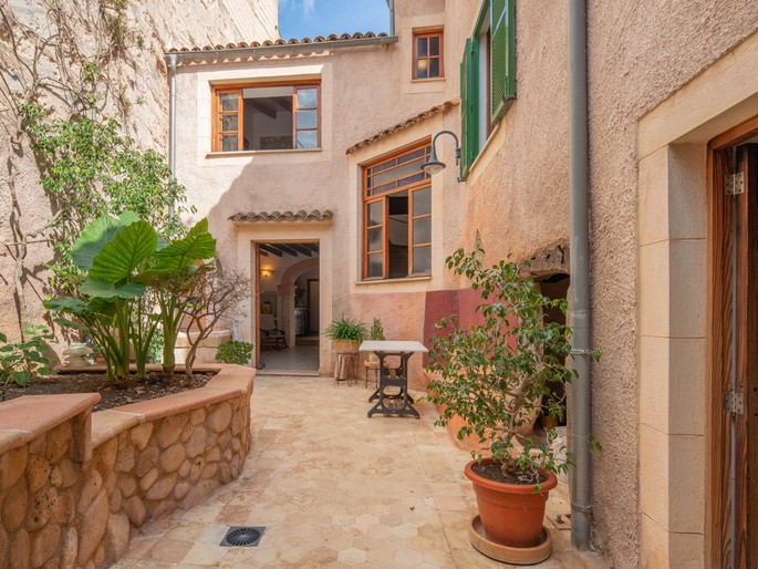 Charming town house with patio for sale in Muro